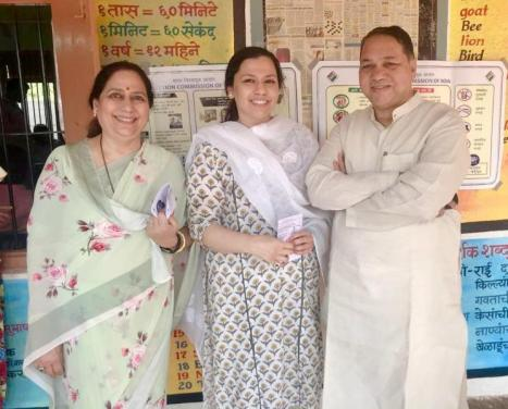 Dilip Walse Patil with his daughter (middle) and wife (left)