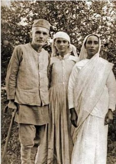 Stokes with wife and daughter
