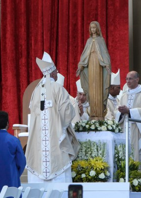 Pope Francis Visits Mary after the Canonization Mass of St Juniper Serra