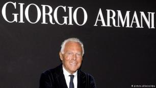 Një burrë, një markë Ndërkohë Armani është stilisti më i suksesshëm i Italisë. Lista Forbes e rendit atë në vendin e pestë ndër italianët më të pasur. Pasuria private e tij llogaritet të jetë mbi 7 miliardë euro. Ai është pronari i vetëm i më shumë se 2000 dyqaneve dhe 13 fabrikave të vetat. Ai është përgjegjës për më shumë se 5000 punonjës.