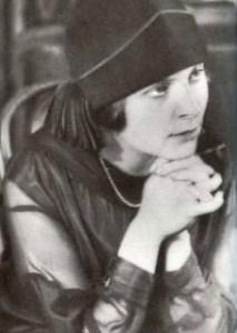 Elsa-triolet-1925-228x320