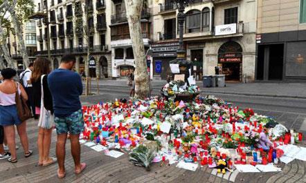 Sulmi në Barcelonë  policia kërkon drejtuesin e makinës