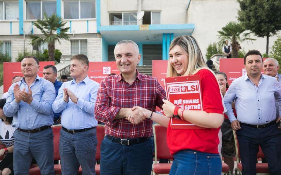 Të tjerë  tradhtarë  nga LSI  Enada Koçiraj Vlorë dhe Nimet Musai Fier pranojnë mandatin