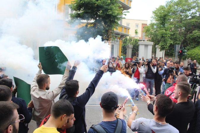 Propaganda dështoi   studentët mbyllin protestën te ministria