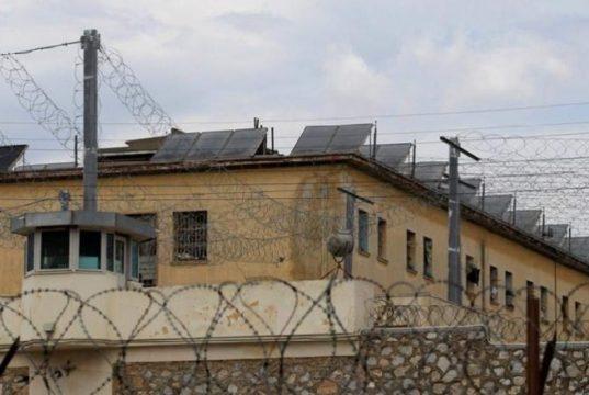 Tentoi të fusë kanabis në burgun e Rrogozhinës  lihet në burg gardiani