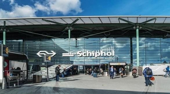 هولندا احتجاز رجل في مطار أمستردام بعد تهديد بوجود قنبلة