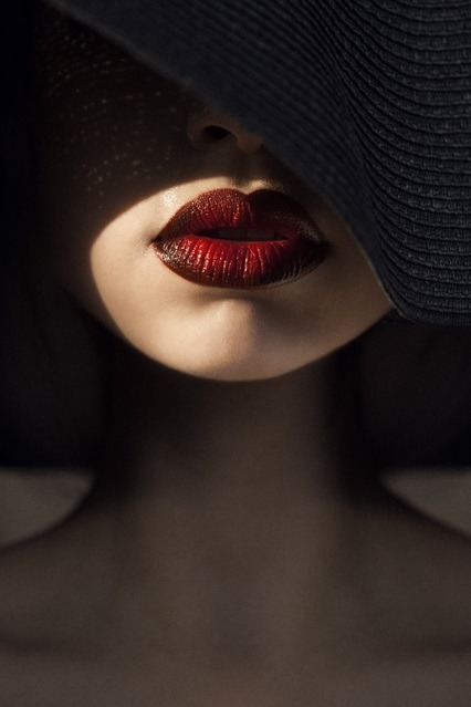 hat red model black