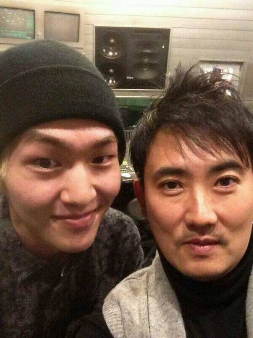 [TRANS] Lee SeungChul twitter update - with Onew 131218 <br /> Ah.. Where are we both looking? What is this gentle gaze? keke<br /> Credit:lee_seungchul<br /> Translation credit; shiningtweets