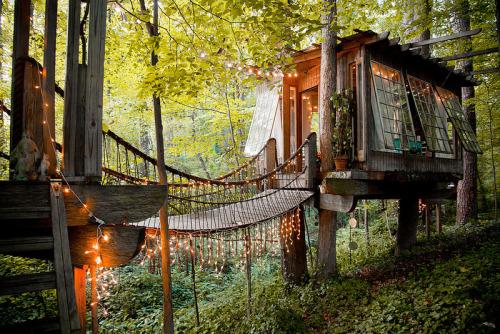 Tree House, Atlanta, Georgia<br /> photo via minerva
