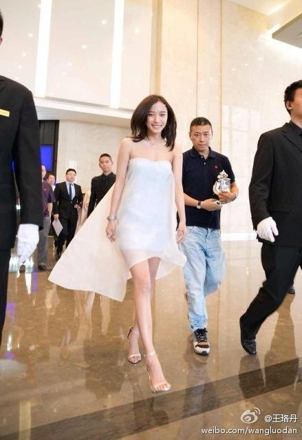 Wang Luodan in summer dress