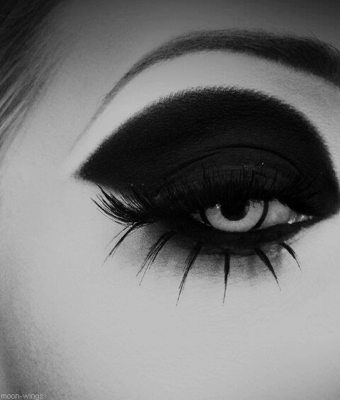 johannawgk:╬● Dark Beauty ●╬ on We Heart It. http://weheartit.com/entry/47064219/via/JssDemori