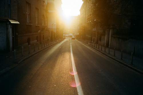 city-street-sunrise