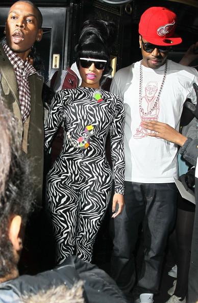 taijarn:  LOVE her, LOVE the outfit, LOVE SB :)