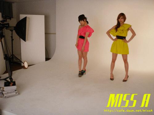 110125 [Official] miss A  애니버셔리 광고 촬영현장: 모델포스 민, 페이~! Anniversary advertisement shoot: Model pose Min, Fei~!