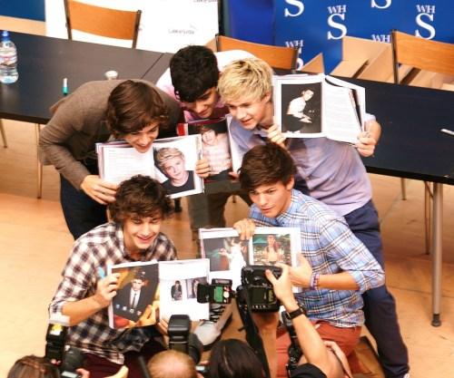 nandosvirgin:  One Direction Lakeside Book Signing - 15th September