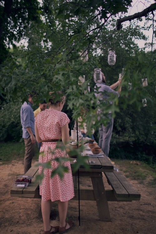 pureblyss:</p><p>perfect. Of course it's a Kinfolk event and taken by Carissa Gallo.<br />