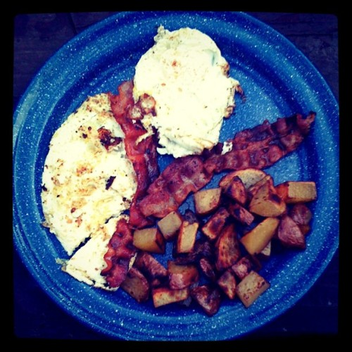 camp breakfast, camping menus, eggs and bacon