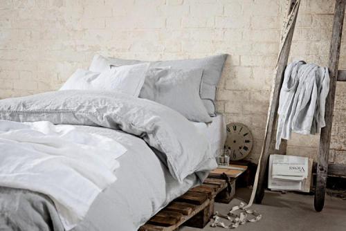 pallet bed (via desire to inspire)<br /><br />