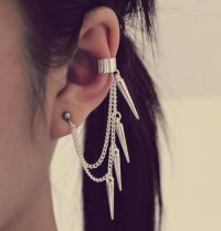 chain earring on Tumblr