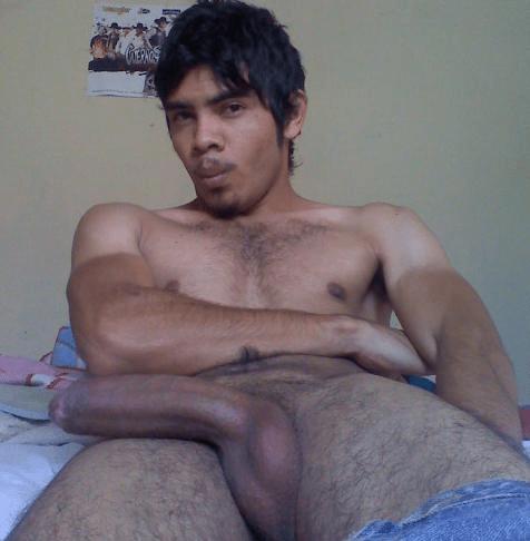 jovenes latinos desnudos