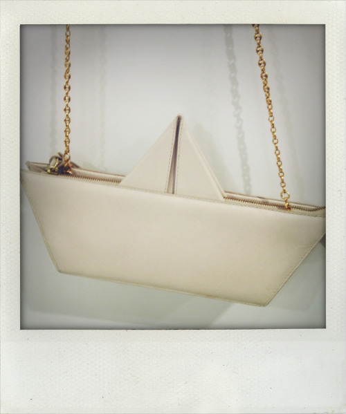 Boat gag, Moschino Cheap And Chic