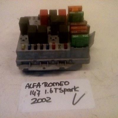 46558759 BENZINA 25900 1 Zekeringkast Alfa Romeo 147 1.6 T Spark (2002)