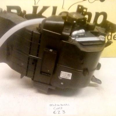 7801A559 Kachelhuis Mitsubishi Colt CZ3 (2009) Met Airco