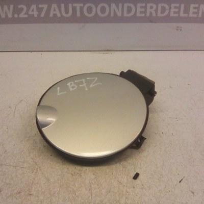 6N0 010 256 B Tankklep Volkswagen Polo 6N2 Kleur LB7Z Grijs