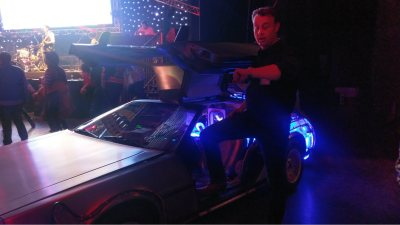 Stap in de Delorean Time machine tijdens uw bedrijfsfeest of evenement