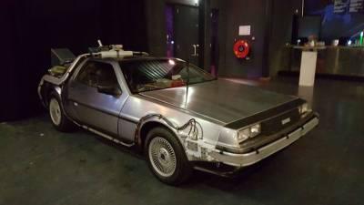 Back to the Future DeLorean huren in Amsterdam-front-right