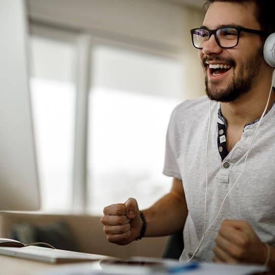 Online teamuitje een PubQuiz staat garant voor lachen