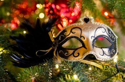 Een gemaskerd feest als bedrijfsfeest of personeelsfeest in kerstfeest
