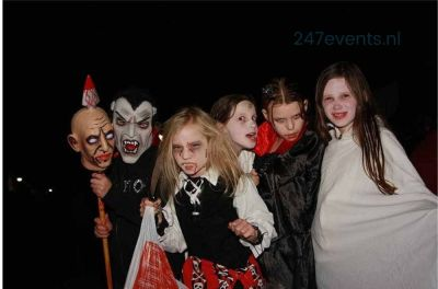 Halloween feest organiseren groepsfoto 3
