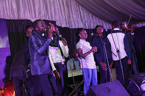 #247gists : Amazing Moments From Fada Sheyin's Abuja Praise Trybe Concert 2017 With Frank Edwards, Samsong & More