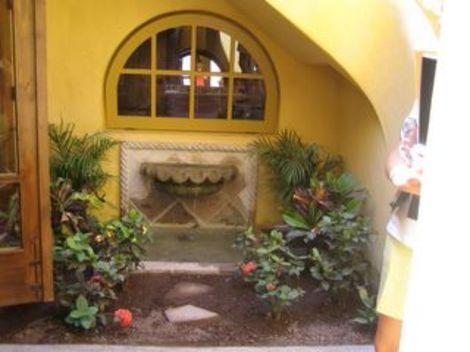 Indoor_courtyard20050621065953