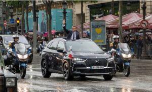 Noul presedinte francez Emmanuel Macron si-a facut aparitia intr-un DS 7 Crossback