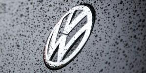 Volkswagen va adopta un nou logo