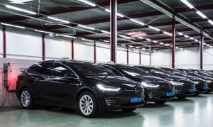 Dupa patru ani de exploatare intensa, flota de taxi Tesla Model S de la aeroportul Amsterdam este inlocuita cu Tesla Model X