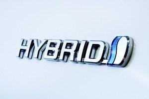 Toyota continua sa mizeze pe modele hibride