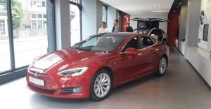 Tesla isi mareste avantajul pe plan global