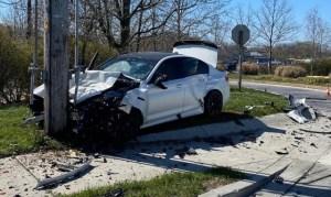 Un BMW M5 nou-nouț, făcut praf la câteva minute după livrare