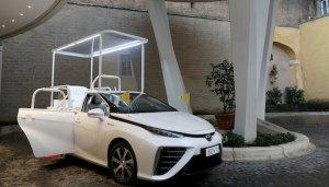Toyota Mirai, primul papamobil pe hidrogen