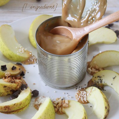 Super Simple Homemade Caramel Sauce & Caramel Apples