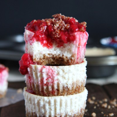 Mini Protein Cheesecakes with Raspberry Sauce