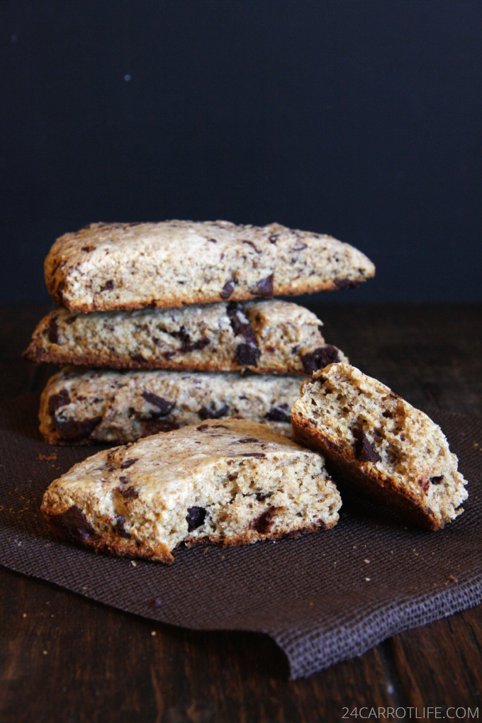 Whole Wheat Chai Chocolate Chip Scones // 24 Carrot Life #healthy #chocolate #breakfast
