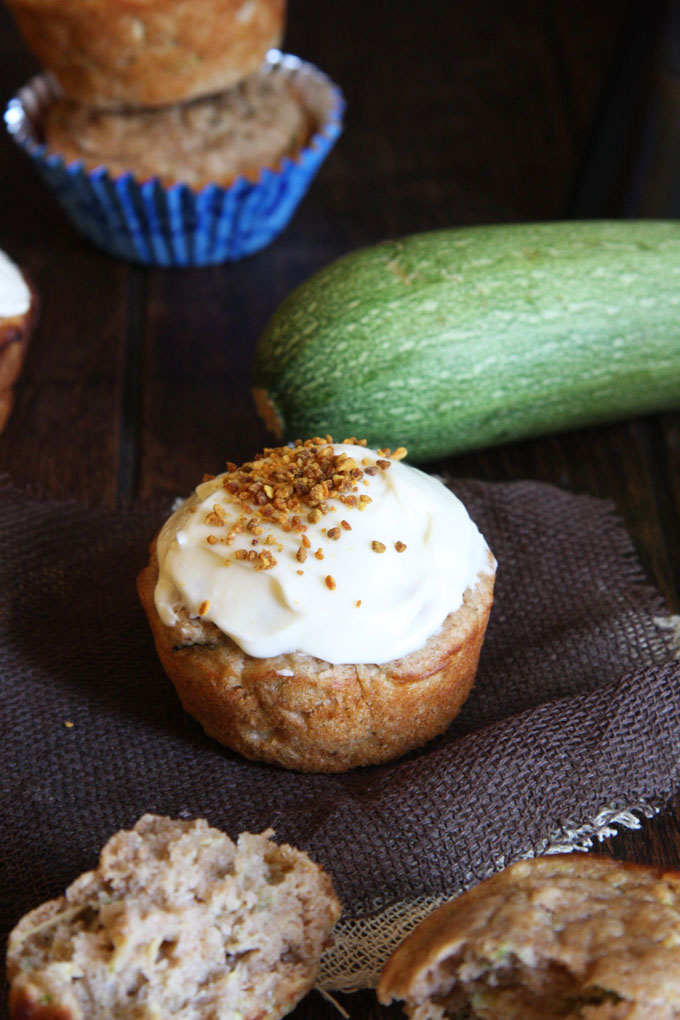 Low Sugar Zucchini Cupcakes with Cream Cheese Frosting // 24 Carrot Life #healthy #lowsugar #wholewheat