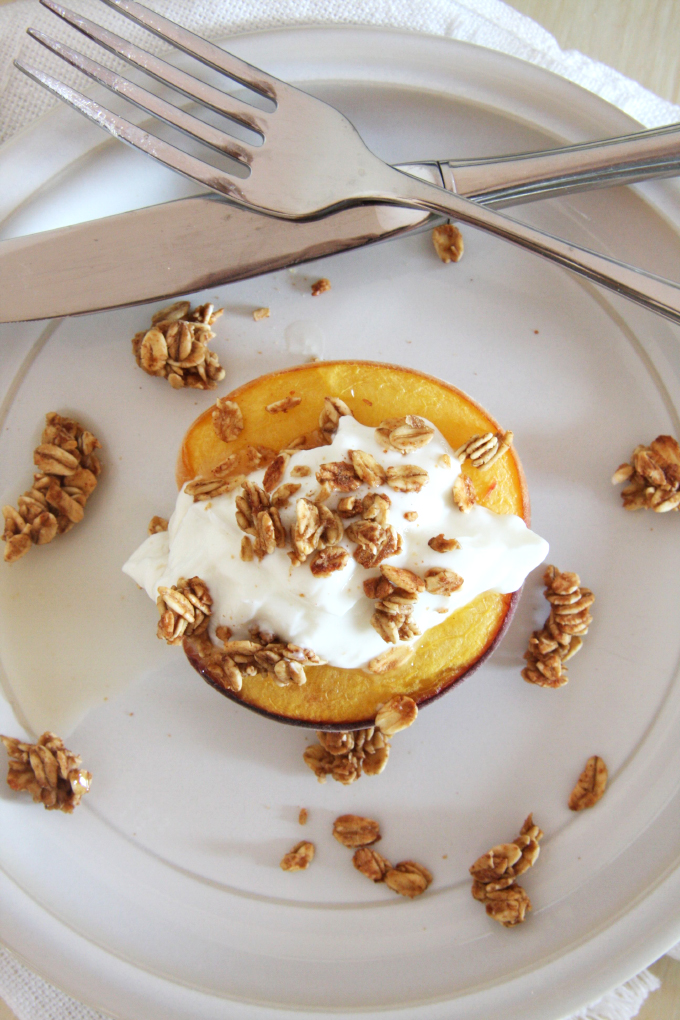 Honey Roasted Peaches // 24 Carrot Life #healthy #summer #greek yogurt