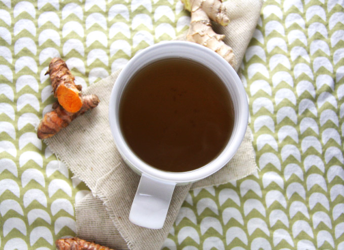 Warming Ginger Turmeric Tea // 24 Carrot Life #antiinflammation #ginger #turmeric