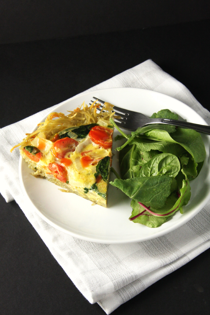 Potato Crusted Quiche // 24 Carrot Life #vegetarian #cheddar #eggs