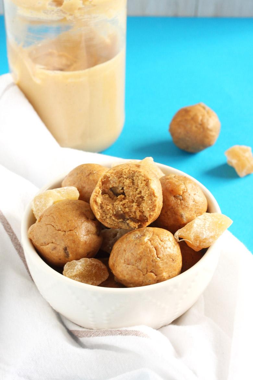 Gingersnap Cookie Energy Bites // @24carrotlife #healthy #snacks #glutenfree #vegan